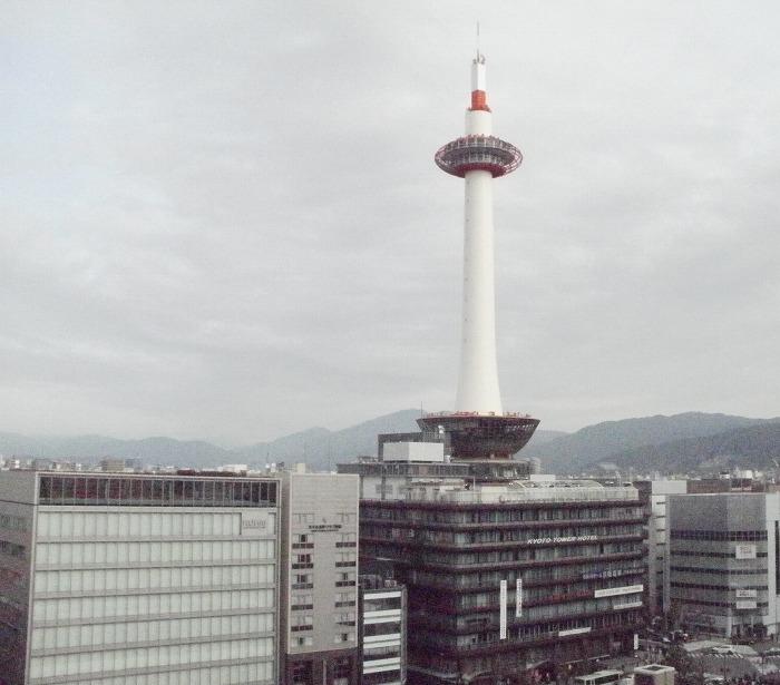 s-ワンサカンサからの京都タワー700615